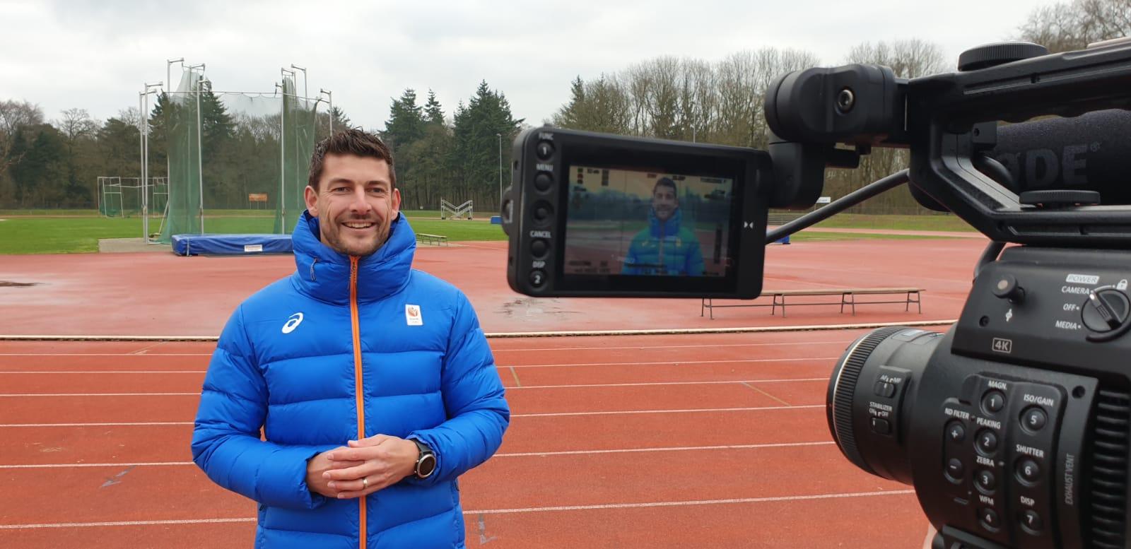 Mart ten Berge Nederlands kampioen speerwerpen geïnterviewd op de baan